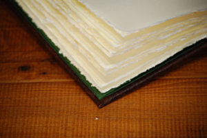 Großer Ledereinband mit Amalfi Büttenpapier