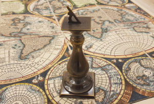 Reloj de sol de latón bronceado