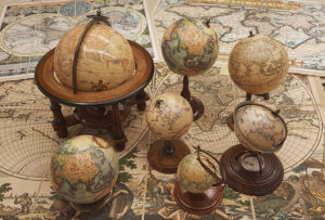Earth globes and accessories