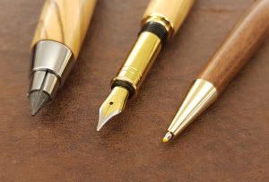 Pluma estilográfica, portaminas y bolígrafo de madera de olivo