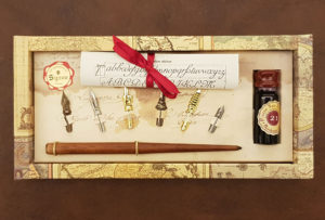 Calligraphy gift set with pen holder, 6 nibs and ink