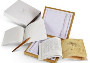Set Leonardo Segno mit Birnenholz Schreibgerät, Broschüre und Notizblock mit Steinpapier