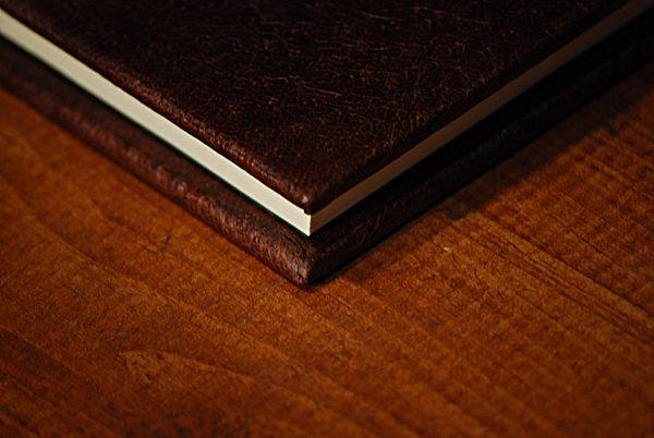 Quaderno tascabile in pelle con giglio fiorentino impresso