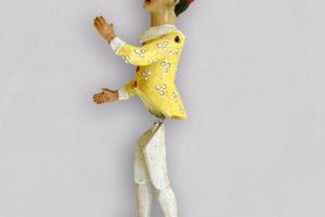 Pinocchio, marionetta composta da cinque pezzi in terracotta decorati a mano, giallo