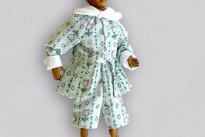 Pinocchio somaro, marionetta in terracotta composta da cinque pezzi snodati decorati a mano e vestiti in cotone verde chiaro