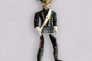 Carabiniere, marionetta composta da cinque pezzi snodati in terracotta e decorati a mano