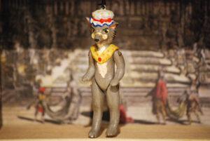 Lupo, marionetta in terracotta composta da cinque pezzi snodati decorati a mano