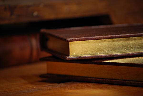Quaderno con taglio oro in pelle con angoli metallici e giglio fiorentino i
