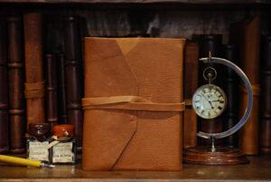 Quaderno tascabile con laccio in pelle morbida marrone chiaro