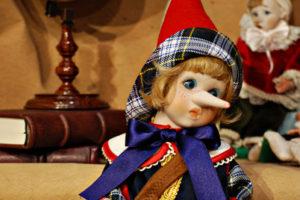Pinocchio bugiardo blu e rosso