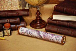 Thaumscopio decorato con carta marmorizzata dai toni violagrigio (medio)