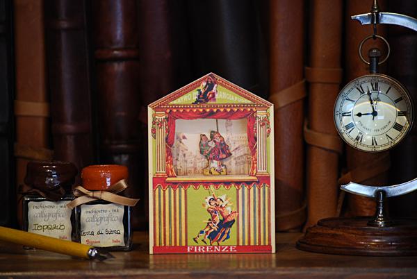 """Pequeño teatro """"Mangiafuoco"""" con Pinocho y niña"""