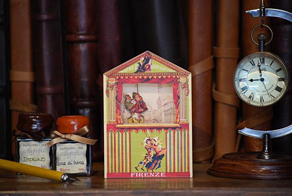 Mini-Theater 'Feuerfresser' mit Pinocchio und Mädchen
