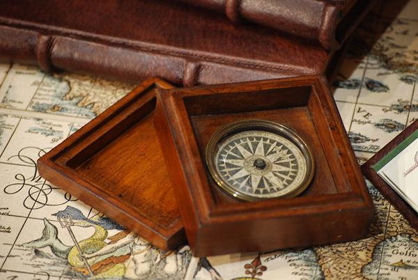 Bussola Executive in scatola di legno