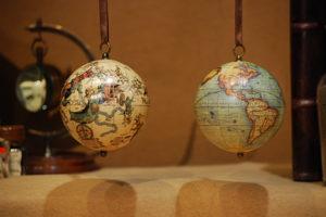 Piccolo globo ed emisfero celeste da appendere, riproduzioni del 1551