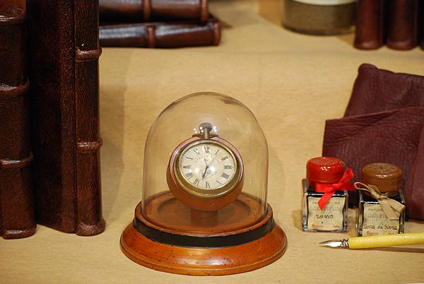 Orologio con supporto e cupola Victorian