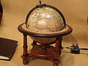Mappamondo Mercatore decorativo con supporto a quattro gambe