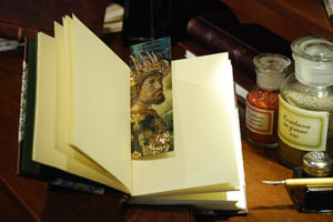 Segnalibro raffigurante un particolare del 'Corteo dei Magi' con dettagli in oro a caldo