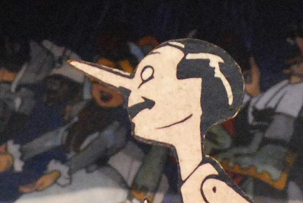Pinocchio seduto, sagoma traforata a mano media della serie 'Le avventure di Pinocchio'